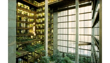 5248db50e8e44e67bf0002b6_ad-classics-the-ford-foundation-kevin-roche-john-dinkeloo-and-associates_ford_int1