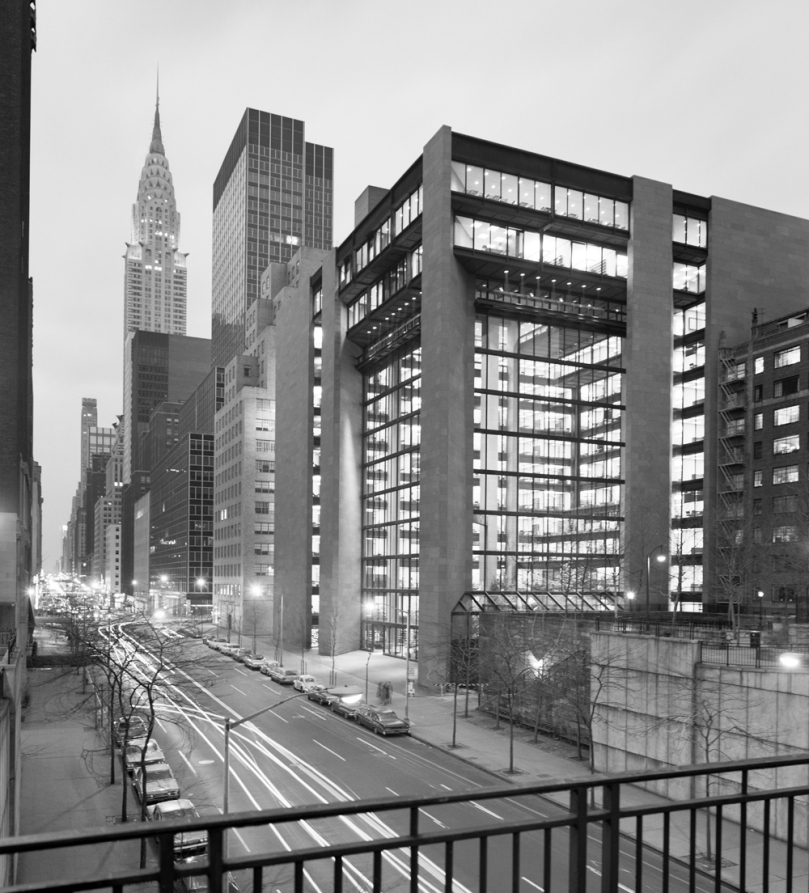 5248dfe6e8e44e67bf0002ba_ad-classics-the-ford-foundation-kevin-roche-john-dinkeloo-and-associates_ford_foundation_exterior