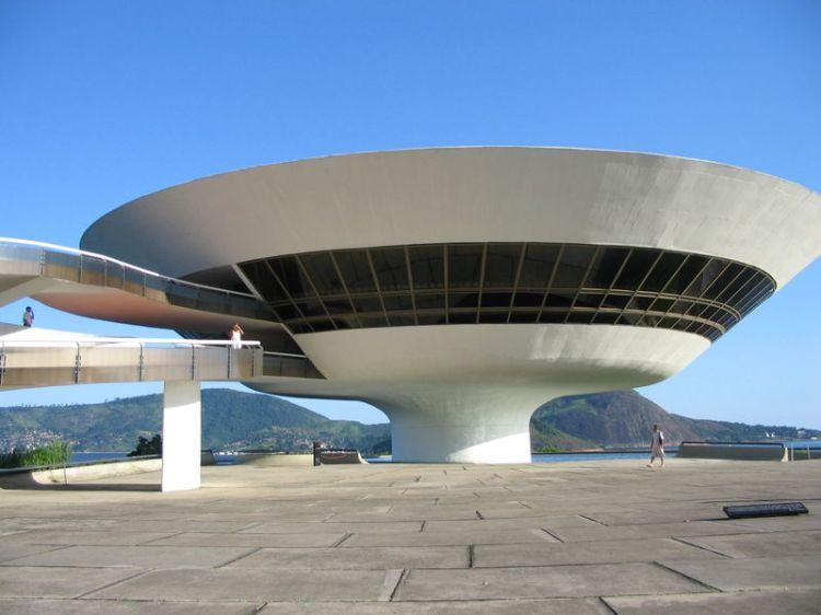 Bảo tàng nghệ thuật đương đại Niteroi, Brazil, 1996
