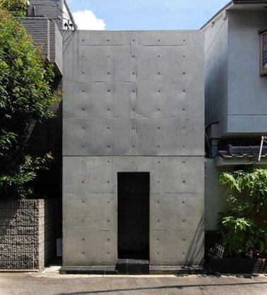 En 1976 Tadao Ando finalizó la construcción de la Azuma House, Osaka openbuildings.com