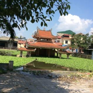 Hình 2: Một số hình ảnh KGSHCĐ làng nghề mộc Chàng Sơn, Thạch Thất, Hà Nội bị lấn chiếm và lãng quên.