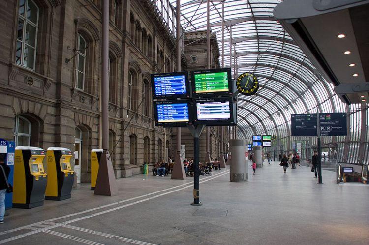 Hình 2. Nhà ga trung tâm Strasbourg, Pháp với lồng kính phủ công trình di sản [8]