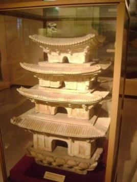 Hình 4. Mô hình tháp đời Lý