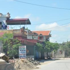 Kiến trúc nhà ở hình ống bám dọc đường chính liên xã hiện nay