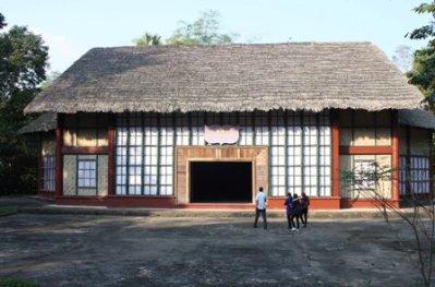 Hình 9. Hội trường đại hội đảng lần 2, Chiêm hóa của KTS Hoàng Như Tiếp năm 1951 [23]