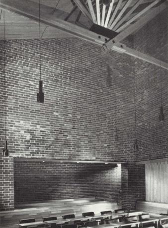 Phòng hội đồng với giàn mái hình quạt