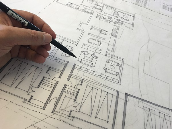 Bob-Borson-sketching-a-Floor-Plan