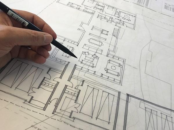 Bob-Borson-sketching-a-Floor-Plan