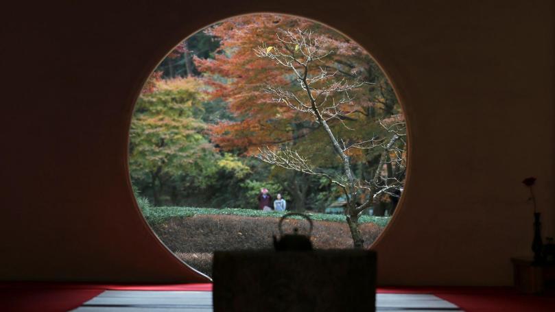 japan-window-autumn